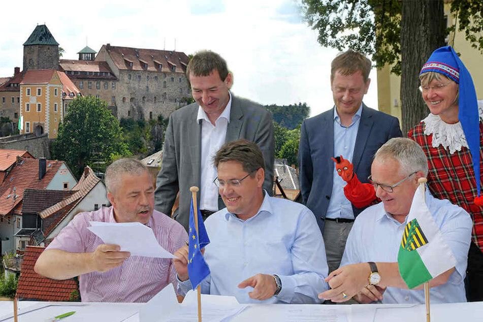 MP Kretschmer zeichnet Sanierung für Burg Hohnstein ab