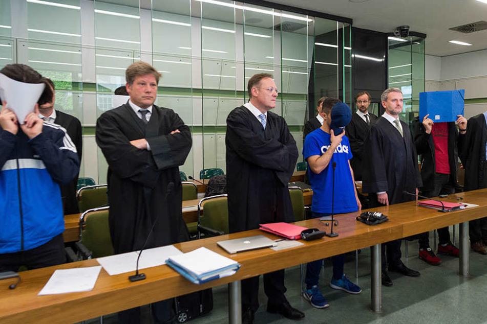Gegen das Urteil des Haupttäters (2 Jahre und 9 Monate Haft) hat die Staatsanwaltschaft Revision eingelegt.