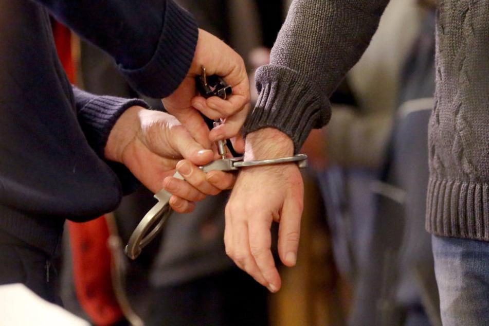 Der Tatverdächtige wurde nach kurzer Fahndung festgenommen. (Symbolbild)