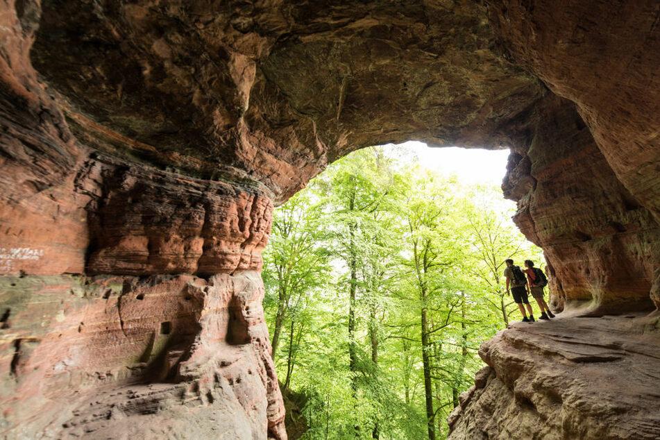 Die Genovevahöhle im Kylltal am Eifelsteig sind ein besonderes Naturphänomen.