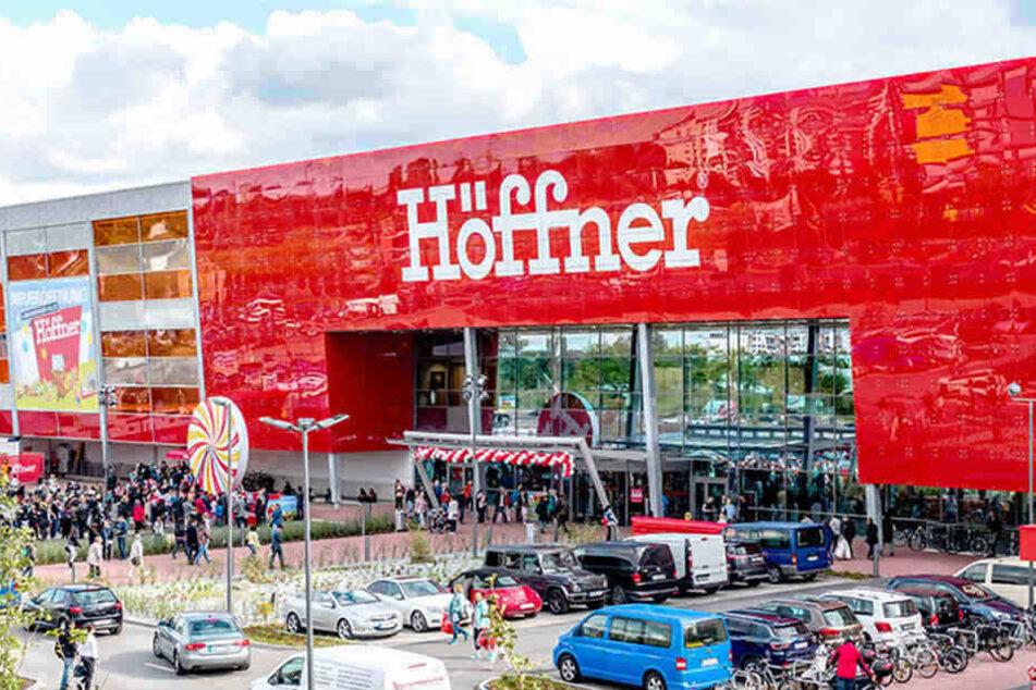 Möbel Höffner in Berlin gibt eine Woche 40% Rabatt in allen ...