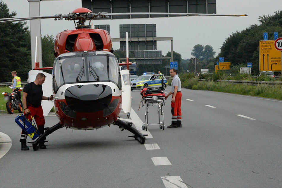 Ein Rettungshubschrauber brachte den 18-Jährigen in eine Spezialklinik.
