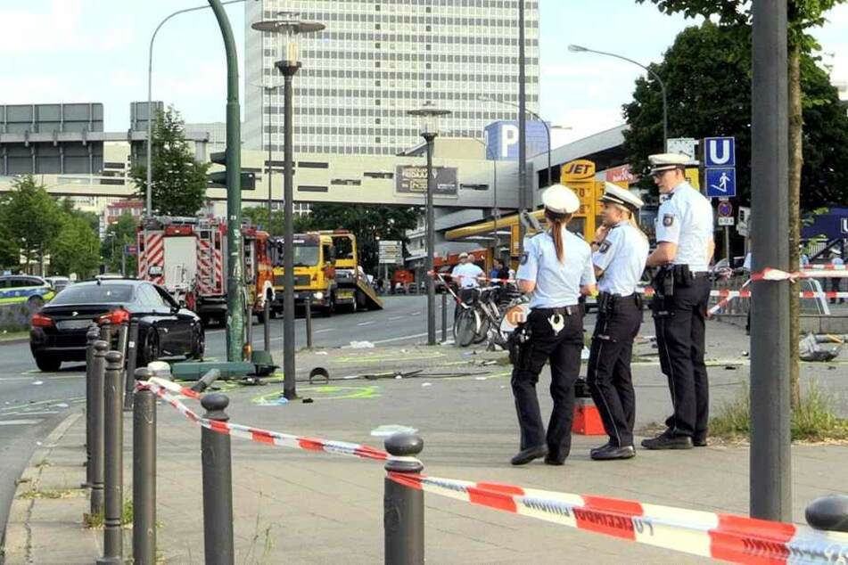 Die Polizei sicherte die Unfallstelle und nahm der Ermittlungen zum Hergang auf.