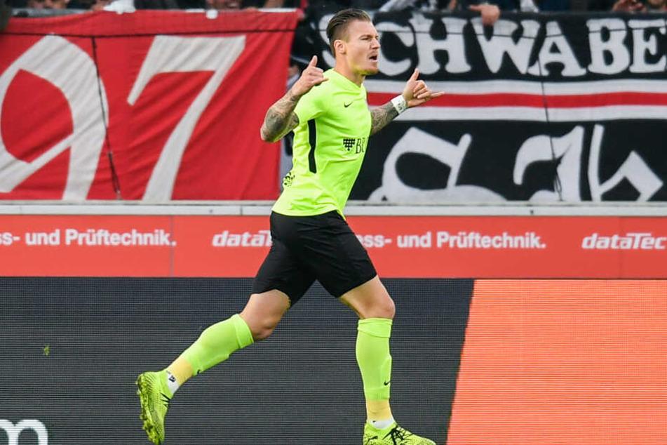 Manuel Schäffler bejubelt seinen Treffer zum 1:0 für Wehen Wiesbaden (3.).
