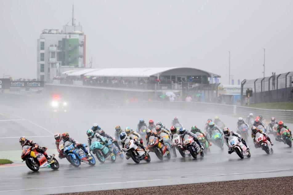 Etwa 200.000 Besucher kamen trotz Regen zum letzten Rennwochenende im Juli.