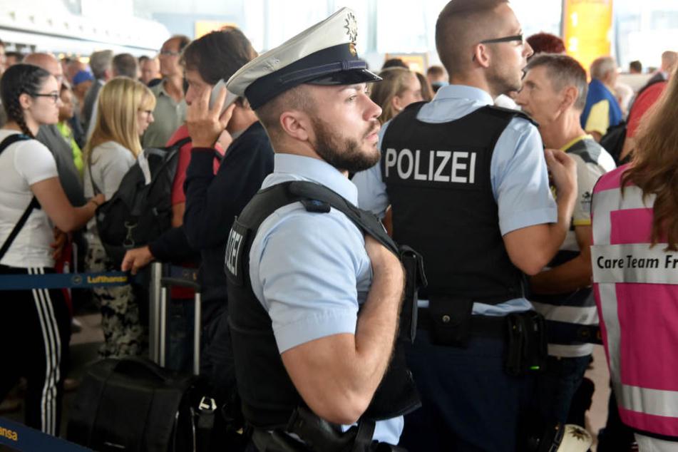 Weil er eine vom Gericht aufgebrummte Geldstrafe nicht zahlte, wurde ein Mann (34) am Flughafen Leipzig/Halle festgenommen. (Symbolbild)