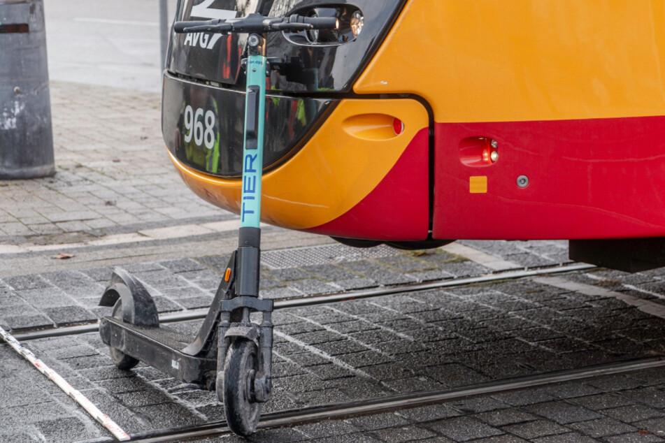 E-Scooter-Fahrer wird von Straßenbahn erfasst