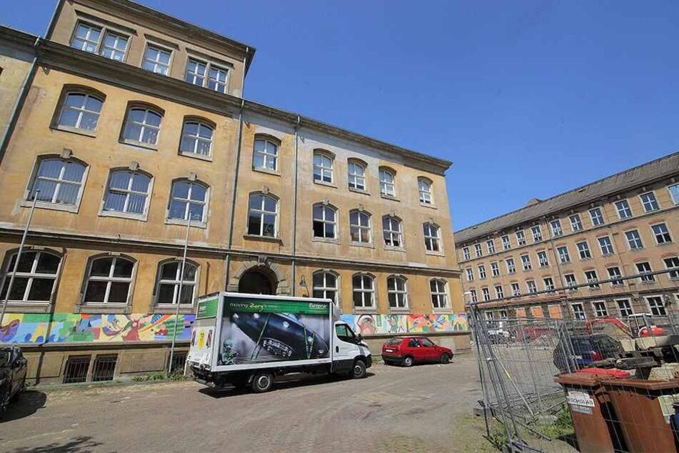 Der Ausweichstandort an der Dreikönigschule in der Neustadt: Eine Umzugsfirma half den Grundschülern gestern bei ihrem zweiten Umzug innerhalb eines Monats.
