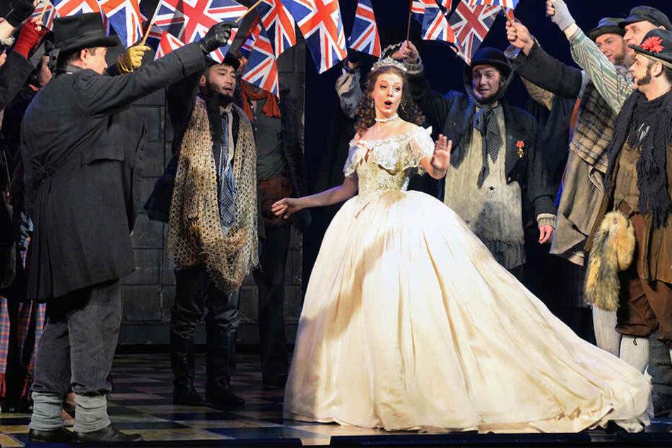 Die Kanadierin gehört seit der Spielzeit 2015/16 dem Ensemble der Oper Leipzig an.