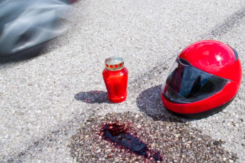 Horror-Crash: Motorradfahrerin (29) schleudert gegen mehrere Autos und stirbt