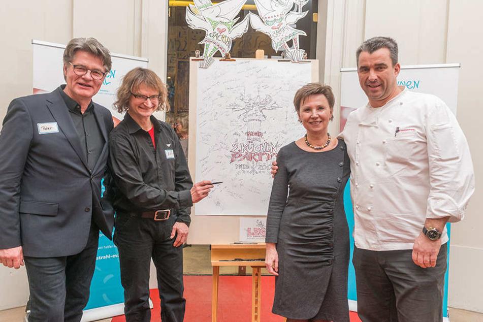 Die Schirmherrin und der Hausherr: Ex-OB Helma Orosz (63) und Koch Gerd  Kastenmeier (47, beide rechts). Ganz links TV-Moderator Peter Escher (62) mit Künstler Lay Leonhardt (51).