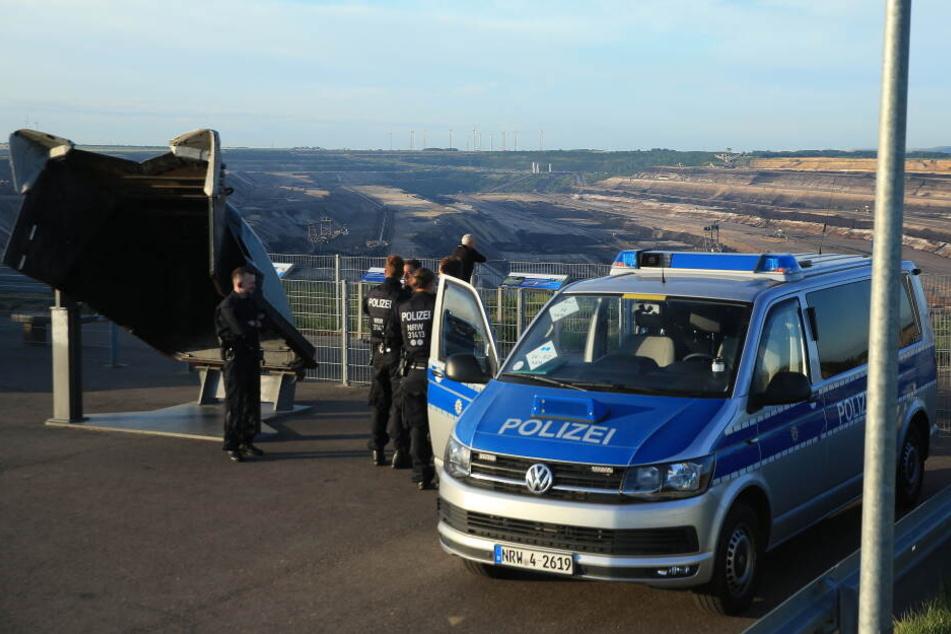 Tagebau Hambach: Aktivisten besetzen erneut Braunkohle-Bagger, 7 Frauen verhaftet