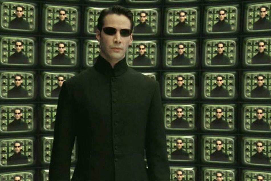 """Keanu Reeves (54) kehrt in """"Matrix 4"""" wieder in seine Kultrolle als Neo zurück, der mit übermenschlichen Kräften die von Maschinen versklavte Menschheit rettet."""