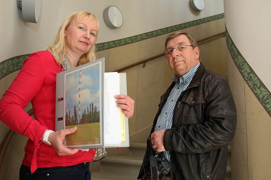 Sabine Neumann und Jürgen Juhrig machen sich mit einem Förderverein für den Erhalt des Funkmastes stark.