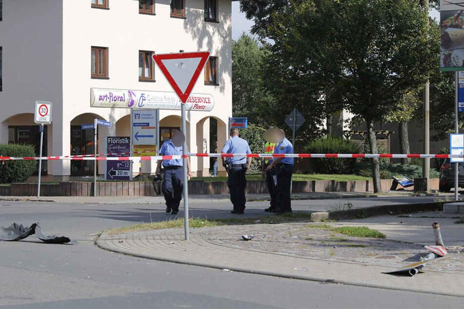 Der Autofahrer kam auf der Delitzscher Landstraße von der Fahrbahn ab, prallte gegen ein Bushaltestellenschild und erfasste eine wartende Frau.