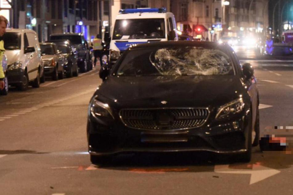 Nach diesem tragischen Autounfall kam der Sohn der Gräfin von Pfuel (57), Karl Kagusat (26), ums Leben.