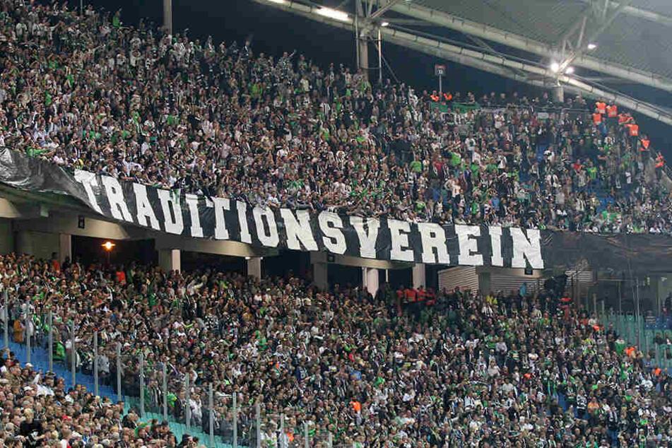 Die Gladbacher Fans - hier beim Auswärtsspiel in Leipzig - wollen gegen RB zunächst schweigen.
