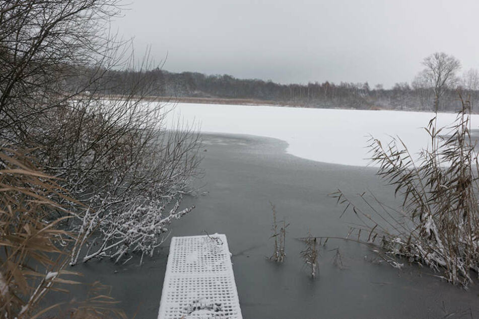 Der Breite Teich bei Tauscha. Hier versenkten die Ganoven den Mietwagen,  einen Audi Avant.