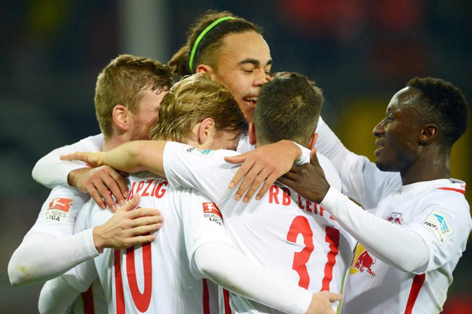 Große Freude bei den Spielern: RB Leipzig konnte seinen Spitzenplatz halten.