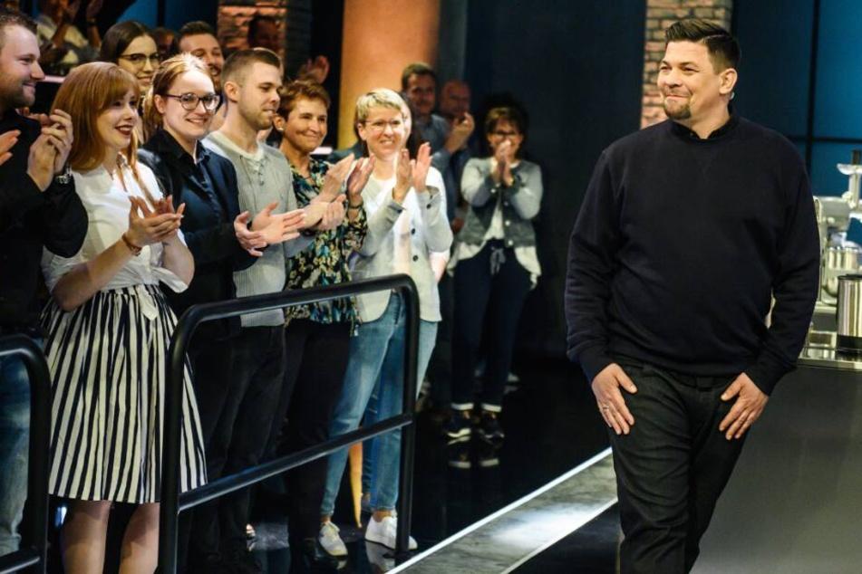 """Tim Mälzer tritt in seiner Show """"Ready to Beef"""" auf."""