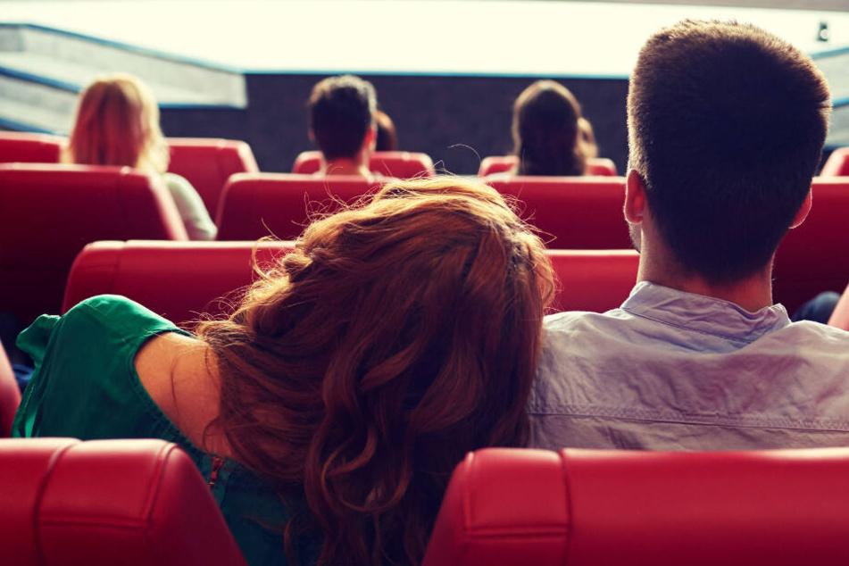 Frau greift sich nach Leipziger Kinobesuch zwischen die Beine und ist schockiert