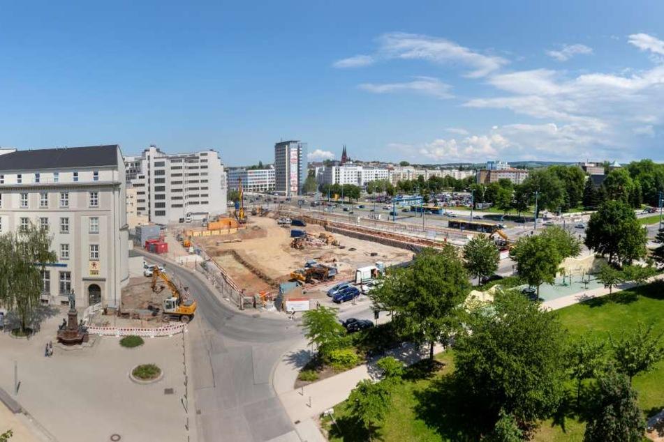 Mitten am Tag! Mann in Chemnitz mit Pistole bedroht und ausgeraubt