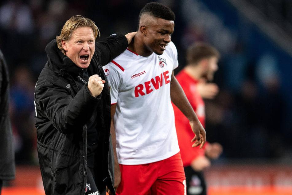 Kölns Trainer Markus Gisdol (l) und Jhon Cordoba jubeln.