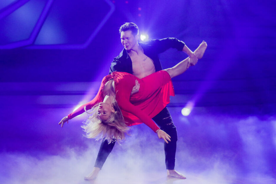 "Evelyn Burdecki (30) und Evgeny Vinokurov (28) belegten bei ""Let's Dance"" Platz fünf."