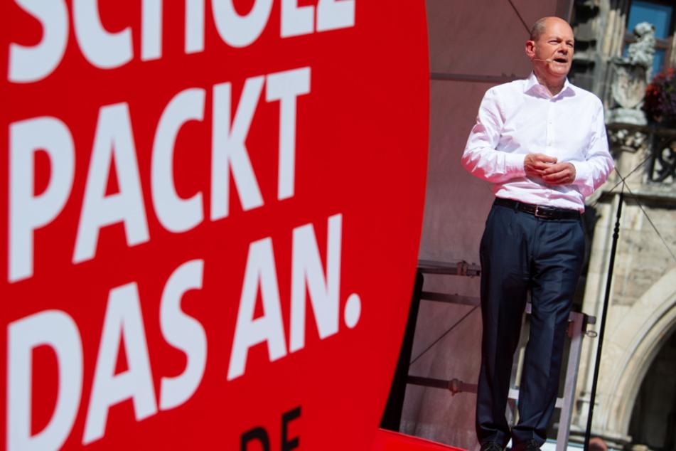 Olaf Scholz (63), Kanzlerkandidat der SPD und Bundesfinanzminister, nimmt an einem Wahlkampftermin auf dem Marienplatz teil.