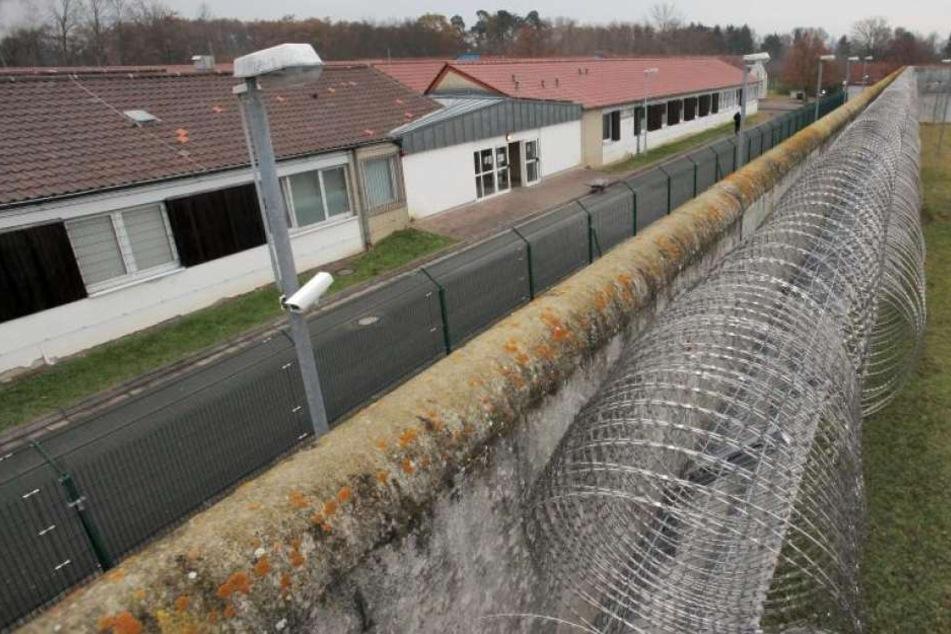 Kein Platz im Abschiebegefängnis: Die Polizei musste den Albaner wieder laufen lassen. (Symbolbild)