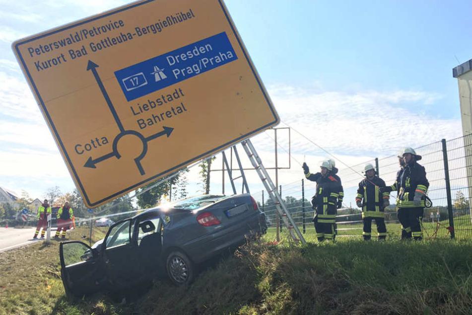 Nahe dem Kreisverkehr verlor der Mann (60) die Kontrolle über seinen Wagen.
