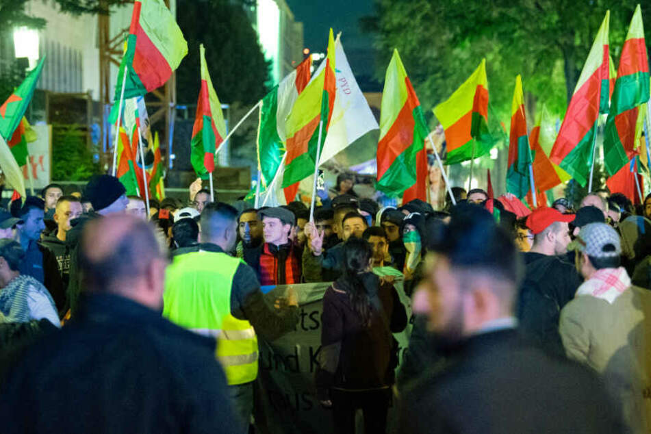 Türkei-Offensive in Syrien: Hunderte Kurden demonstrieren in Stuttgart