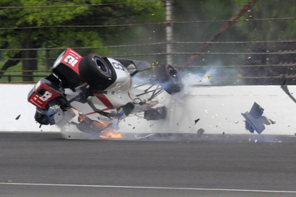 Der Rennwagen des Franzosen überschlug sich, drehte sich mehrmals, ehe das halb zerfetzte Auto zum Stehen kam.