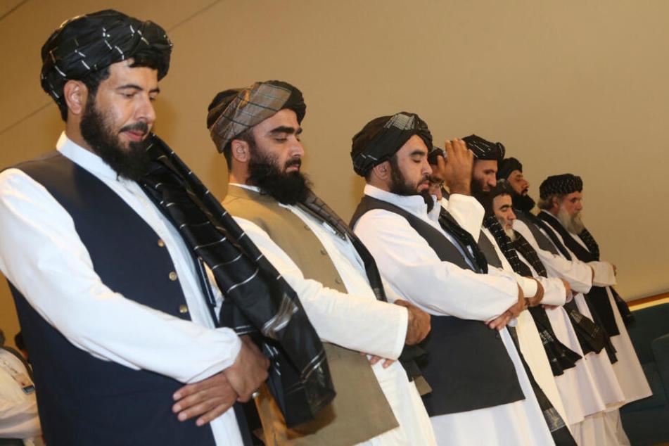 Doha: Afghanistans Taliban-Delegation betet vor der Unterzeichnung des Abkommens zwischen Taliban und den USA. Die militant-islamistischen Taliban wollen an diesem Samstag keine Angriffe in Afghanistan durchführen.