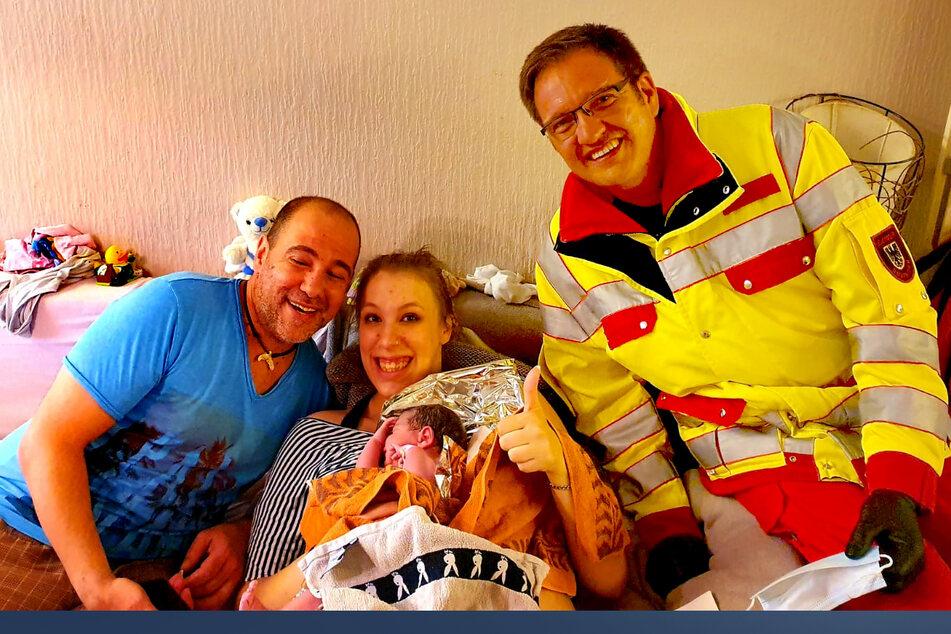 Per Hausgeburt und mithilfe der Feuerwehr kam am Sonntagabend in Dortmund ein kleiner Junge zur Welt.