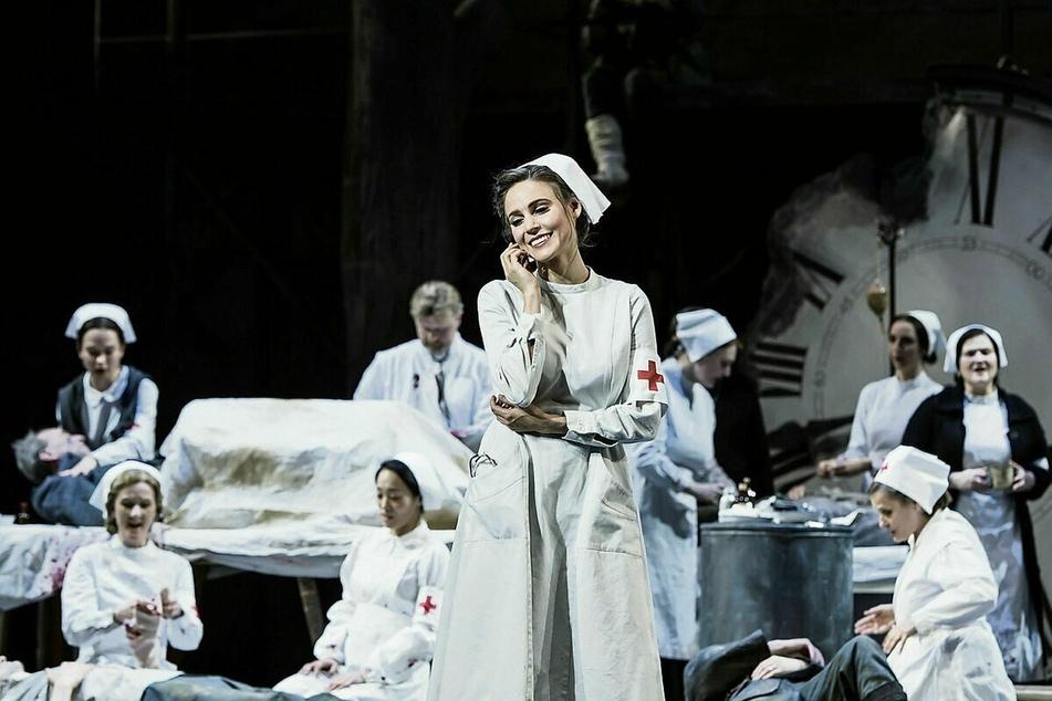 """Die Sopranistin auf der Bühne in Riccardo Zandonais """"Giulietta e Romeo"""" am Staatstheater Braunschweig."""