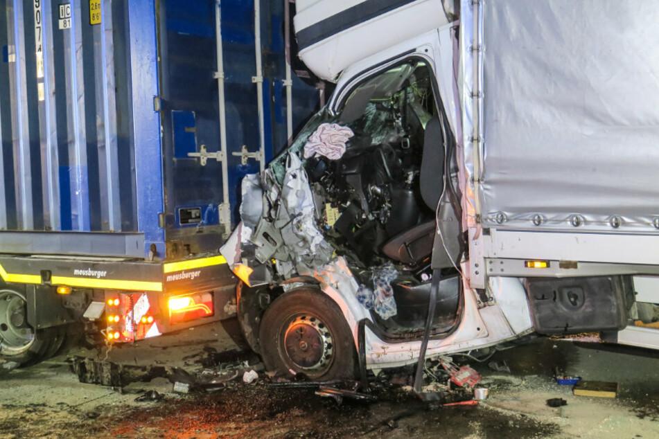 Transporter-Fahrer bei Auffahrunfall auf A72 eingeklemmt