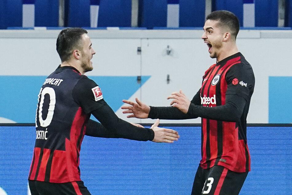 Filip Kostic (l.) bereitete den 3:1-Endstand für Eintracht Frankfurt von André Silva gegen die TSG 1899 Hoffenheim vor.