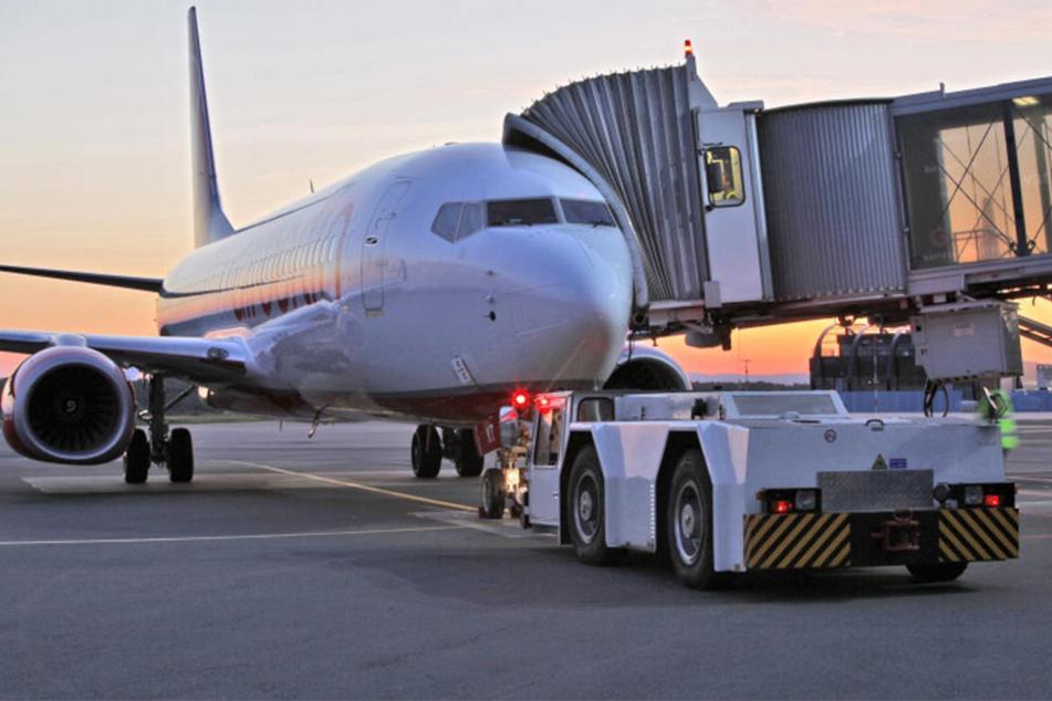 Das Flugzeug wartet auf Euch.