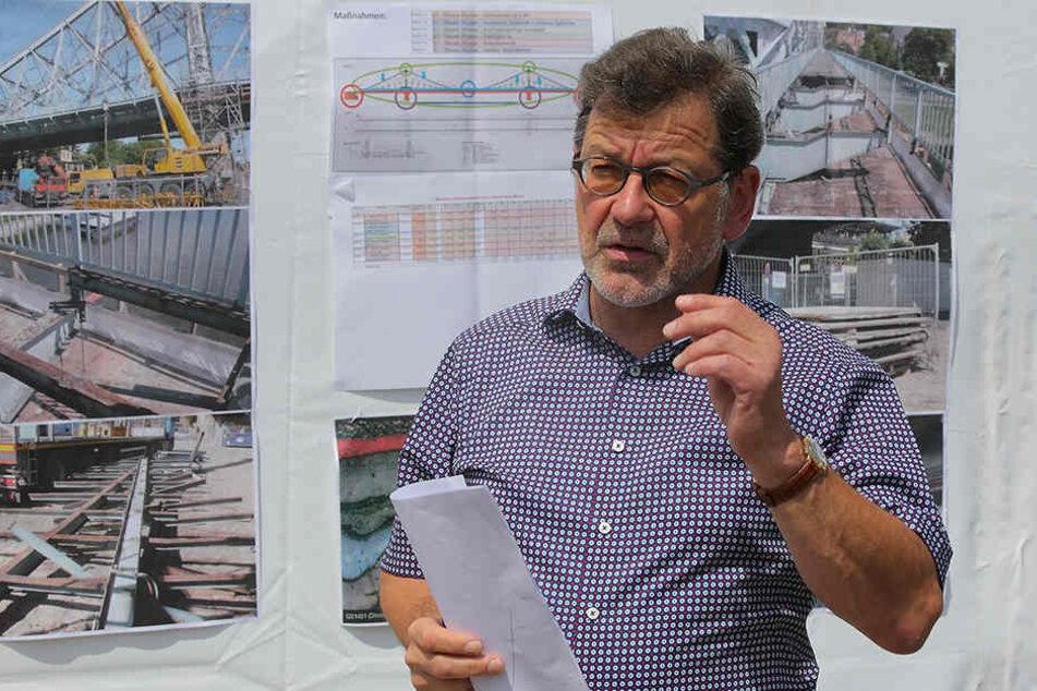 Amtsleiter Reinhard Koettnitz (63) plant die Brückensanierung.