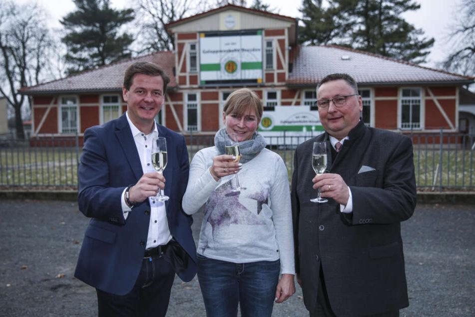 Freuen sich auf die neue Saison: Caterer Matteo Böhme (37, v.l.), Erfolgstrainerin Claudia Barsig (49) und Präsident Michael Becker (64).