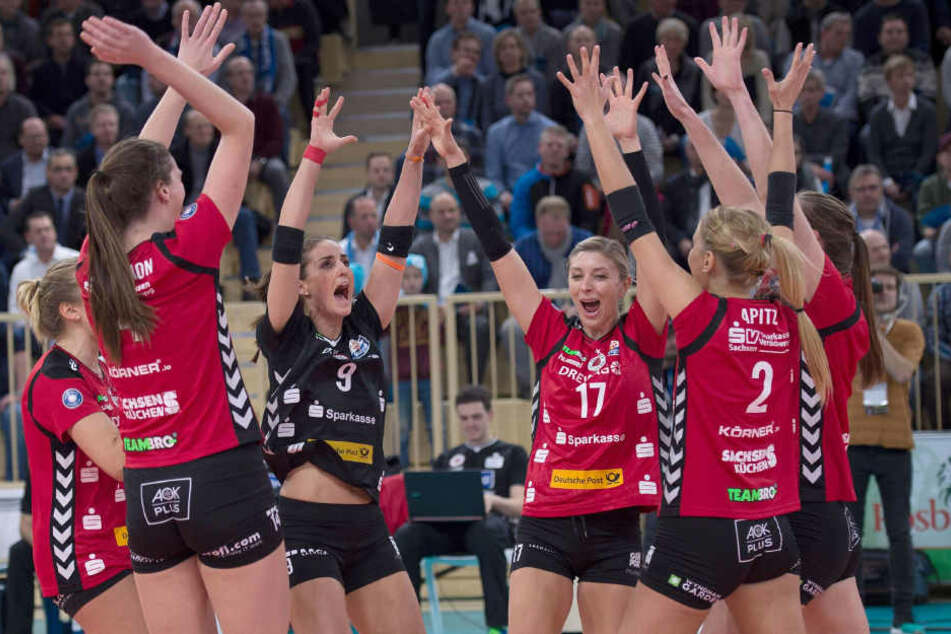 Im Hinspiel jubelte der DSC (noch mit Nummr 17, Gina Mancuso) in Wiesbaden nach dem 3:1-Sieg.
