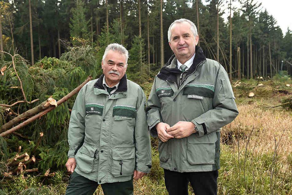 Landesforstpräsident Hubert Braun (64, l.) und Minister Thomas Schmidt (56, CDU).