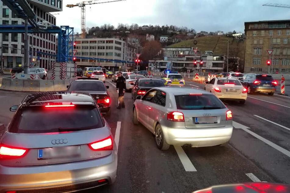 Die Polizei stoppt den Korso, mehrere Teilnehmer kamen aus Tirol angereist.