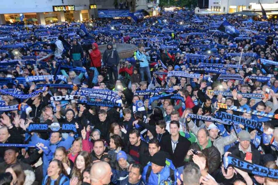 Schon im Jahr 2014 durften sich die Fans über einen Aufstieg in die 1-Fußball-Bundesliga freuen. (Archivbild)
