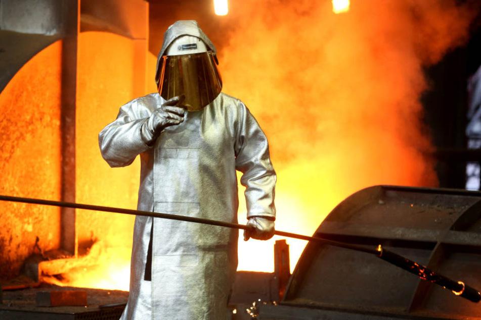 Ein Stahlarbeiter bei ThyssenKrupp.