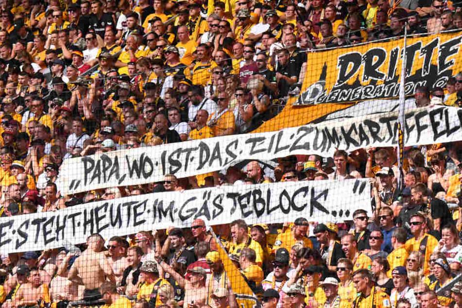 Frauenfeindliche Spruchbänder gegen St.-Pauli-Anhänger haben bei den Dynamo-Fans leider schon Tradition.