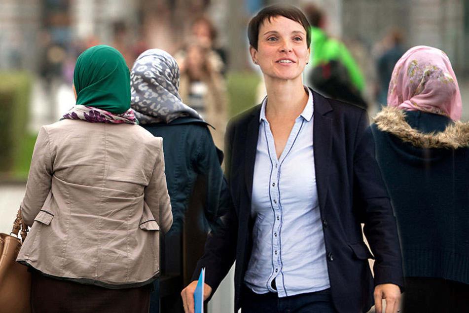 Drei Frauen mit Kopftuch sind unterwegs. Mittendrin steht die aus der AfD ausgetretene Frauke Petry.