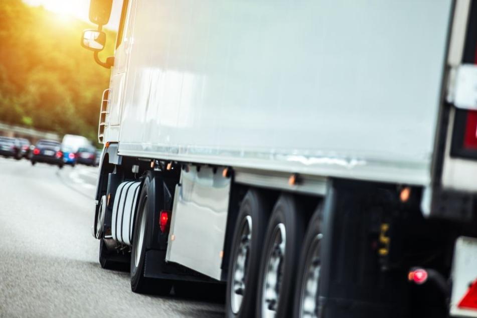 Schockierend: Feuerwehr findet Lkw-Fahrer tot im Führerhaus