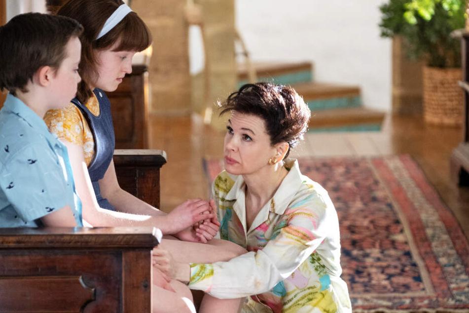 Judy Garland (Renée Zellweger) liebt ihre beiden Kinder Joey Luft (Lewin Lloyd) und Lorna Luft (Bella Ramsey) über alles, muss sie aber verlassen, um in London Geld zu verdienen...